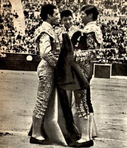 Alternativa en Benidorm de mano de Manuel Benitez El Cordobes 1965