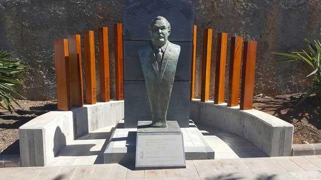 El busto de Ismael Fernández vuelve a la plaza que lleva su nombre en Garafía