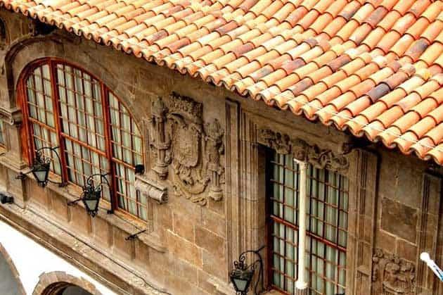 Fachada con escudo del Ayuntamiento de Santa Cruz de La Palma. Foto: FERNANDO RODRÍGUEZ.