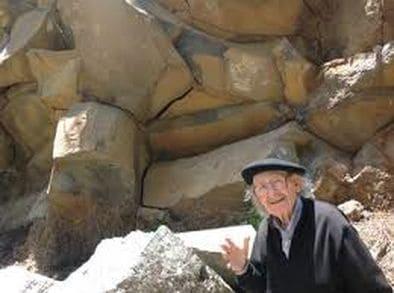 Agustín Ibarrola en un barranco de Garafía.